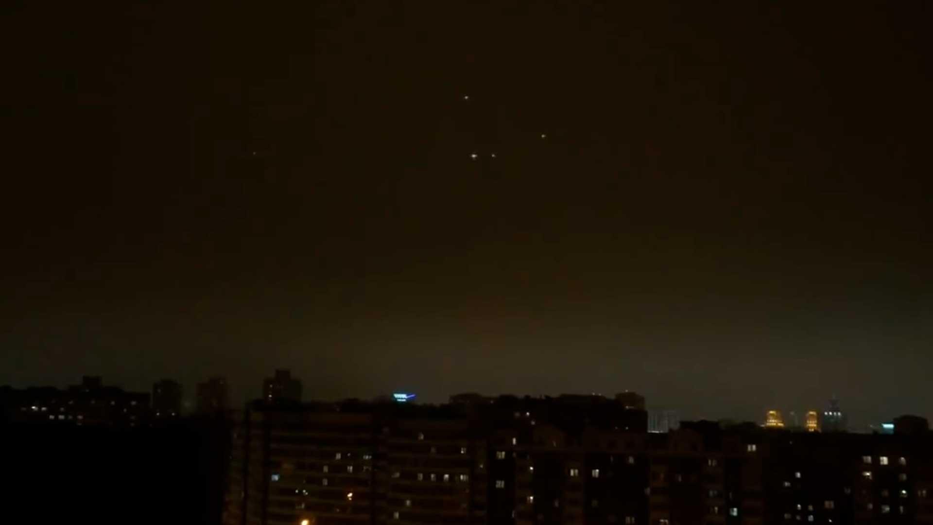 Extraños objetos en el cielo de Minsk, Bielorrusia ¿podrán ser OVNIS?