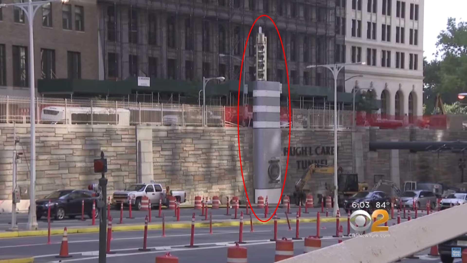 ¿Qué son estas misteriosas torres metálicas que están por toda la ciudad de Nueva York?
