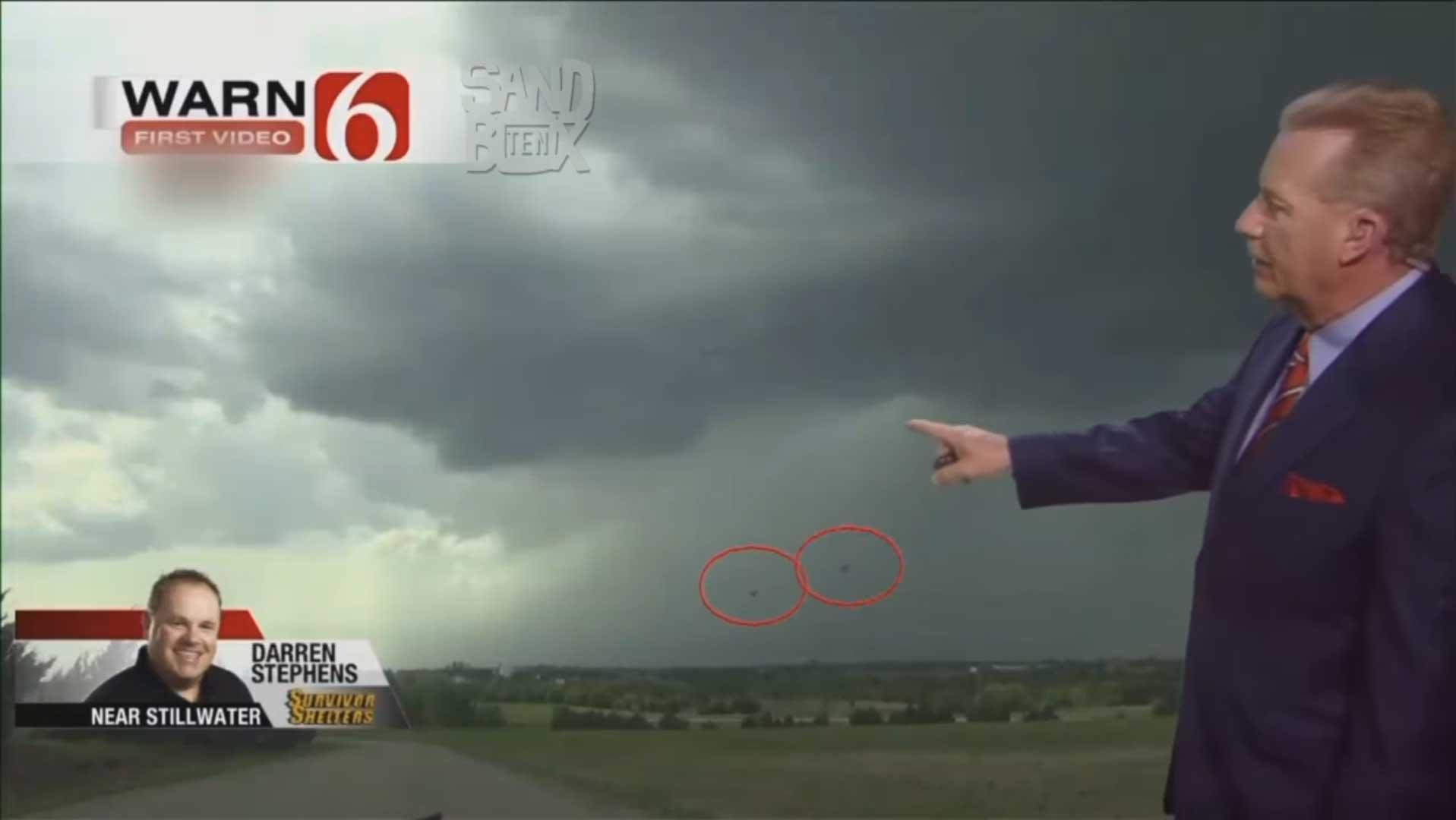 VÍDEO – OVNI extrae energía de una tormenta en pleno directo