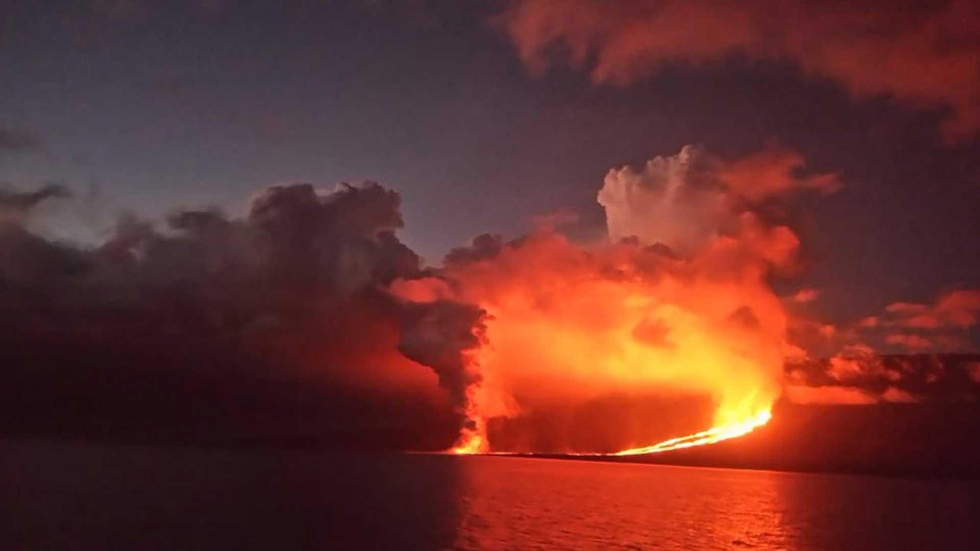 """El volcán """"la Cumbre"""" de las Galápagos acaba de entrar en erupción"""