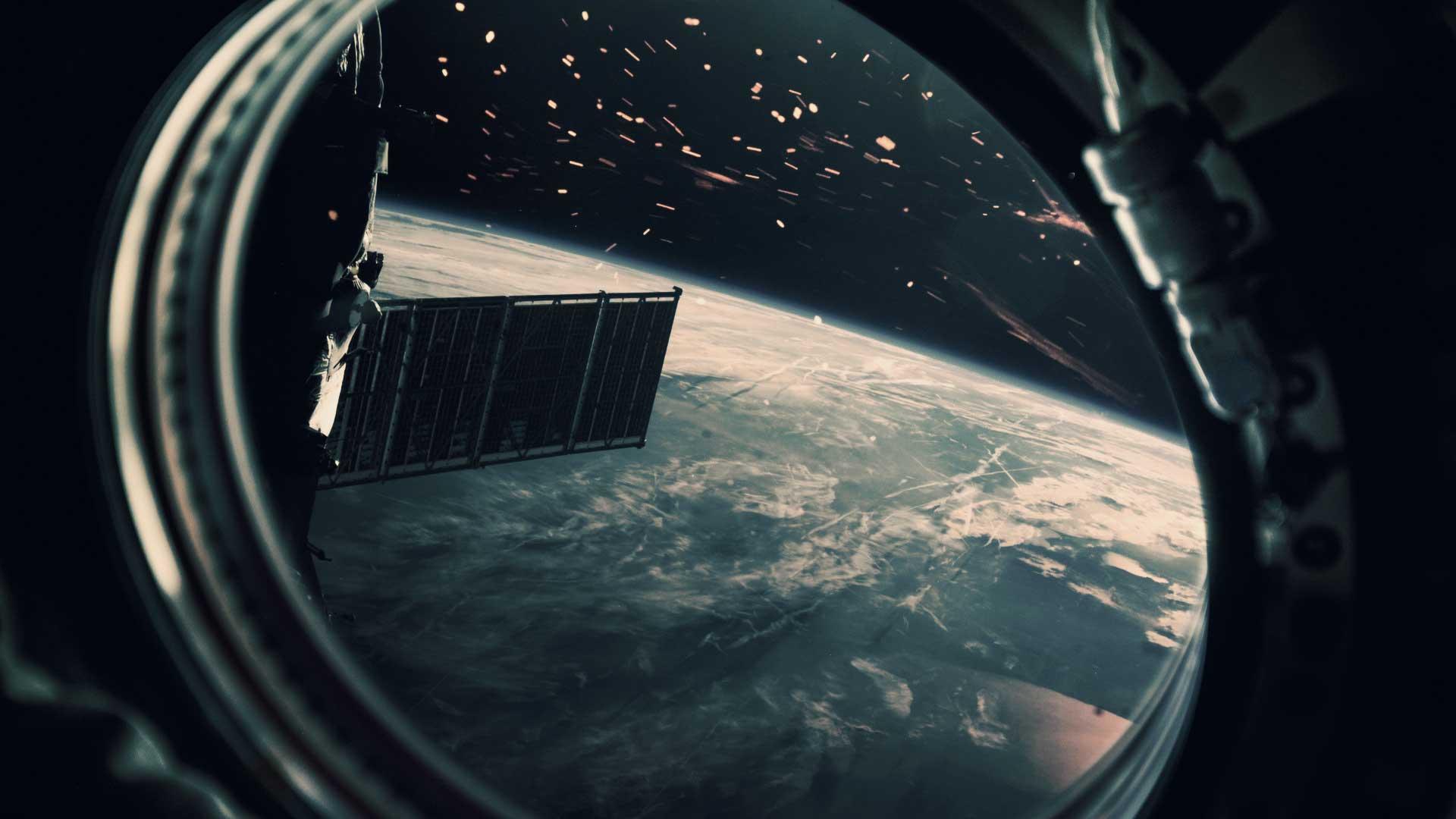 Increíble avistamiento masivo de OVNIS pasando por la Luna desde Italia