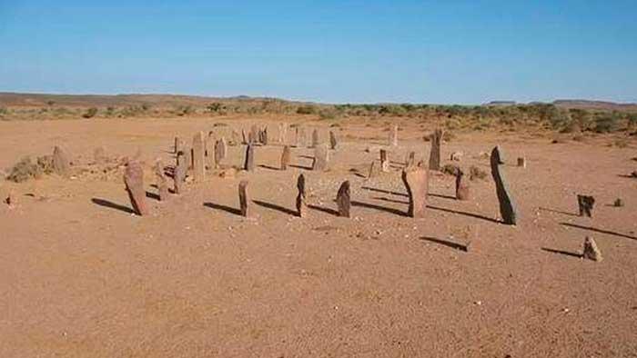 Antiquísimos y misteriosos monumentos de piedra cubren el desierto del Sahara