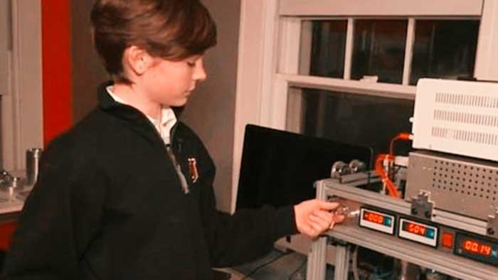 Un niño de 12 años construye un reactor de fusión nuclear con piezas compradas en Internet