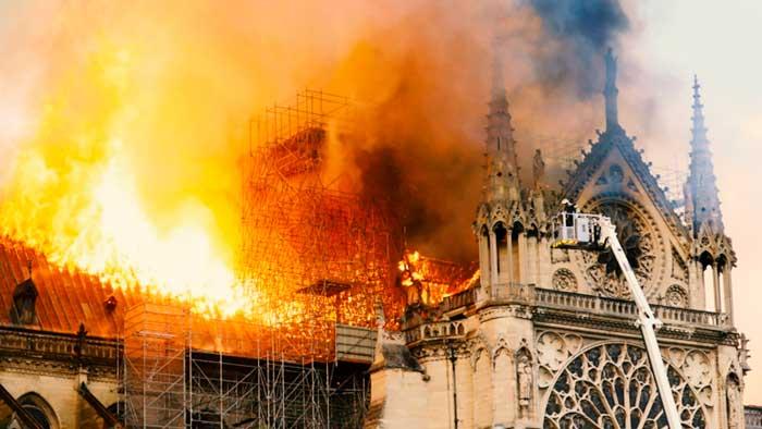 Claro mensaje de Anonymous a los multimillonarios que donaron dinero para Notre Dame