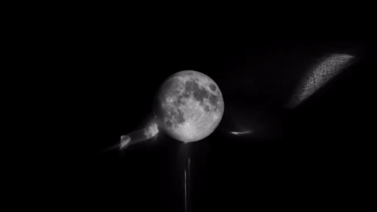 Destellos de luz en la luna