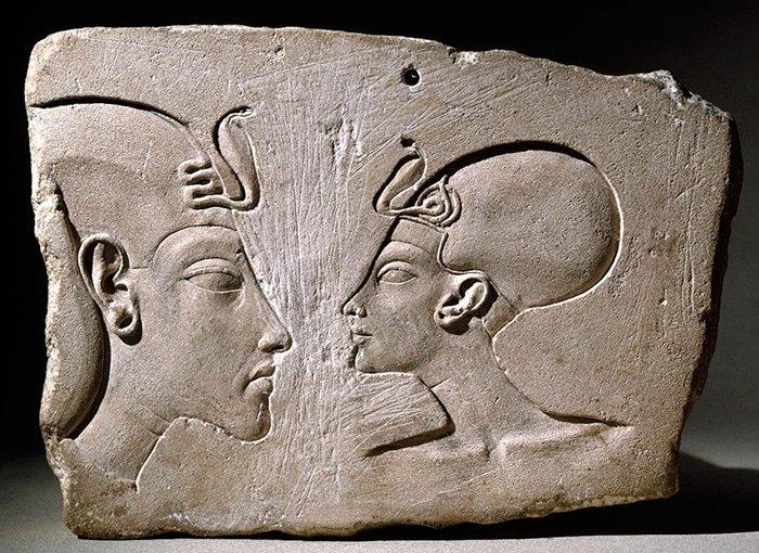 Cómo el esposo de Nefertiti luchó con los dioses, el papel tradicional del faraón y el canon en el arte: los 20 años de rebelión de Akhenaton