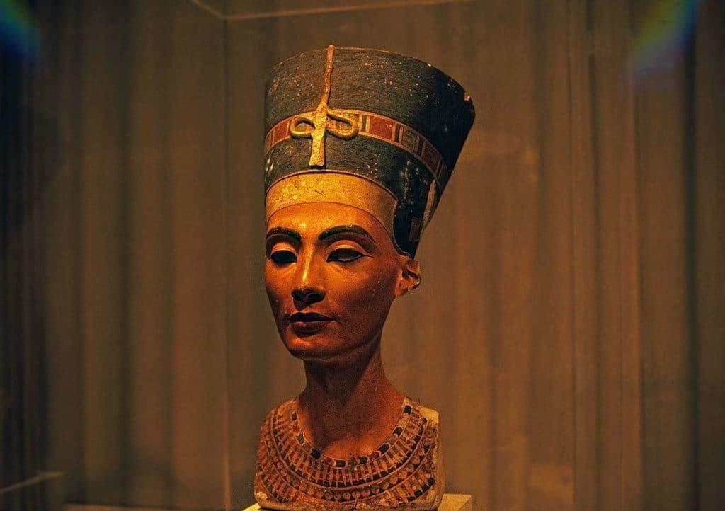 Se encontró una posible tumba de Nefertiti en la tumba de Tutankamón