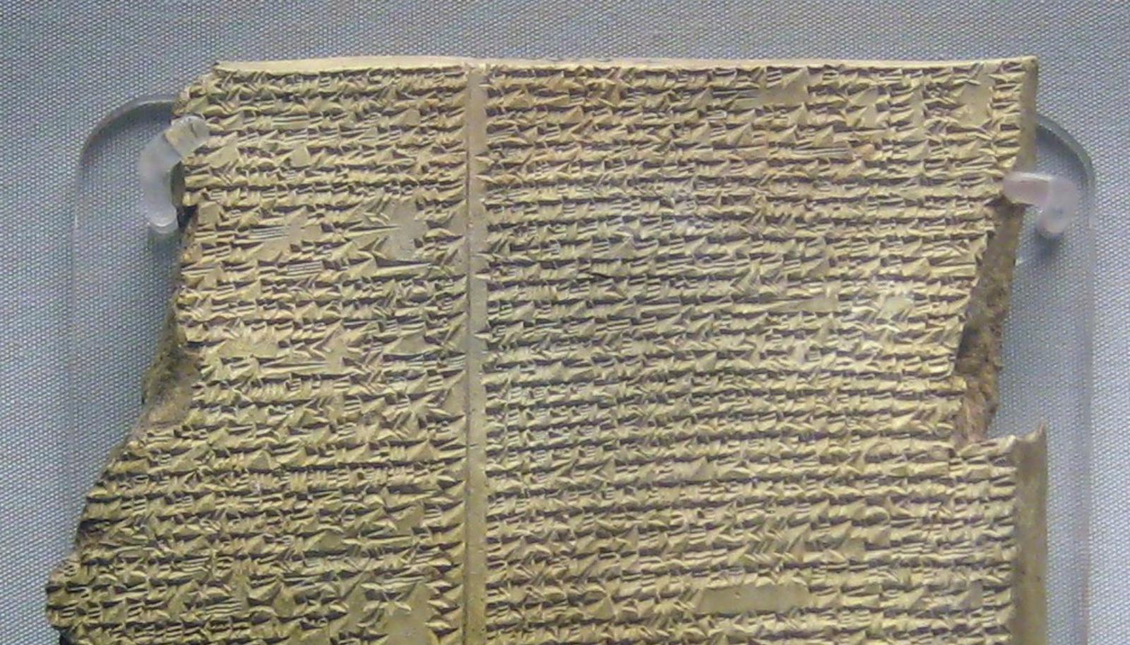 Una de las tablillas con los mitos de Gilgamesh.